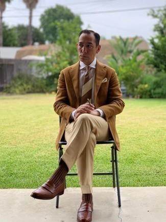 Come indossare e abbinare una cravatta a righe orizzontali marrone: Punta su un blazer marrone chiaro e una cravatta a righe orizzontali marrone per un look elegante e alla moda. Rifinisci questo look con un paio di mocassini eleganti in pelle marroni.