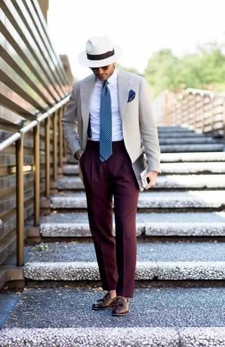 Come indossare e abbinare bretelle blu scuro: Un blazer beige e bretelle blu scuro trasmettono una sensazione di semplicità e spensieratezza. Scegli uno stile classico per le calzature e scegli un paio di mocassini con nappine in pelle marroni.