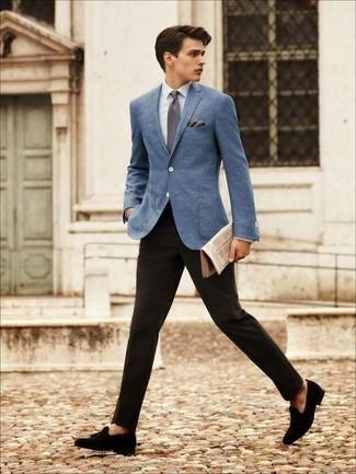 Come indossare e abbinare un fazzoletto da taschino beige: Coniuga un blazer blu con un fazzoletto da taschino beige per un look comfy-casual. Per le calzature, scegli lo stile classico con un paio di mocassini con nappine in pelle scamosciata neri.