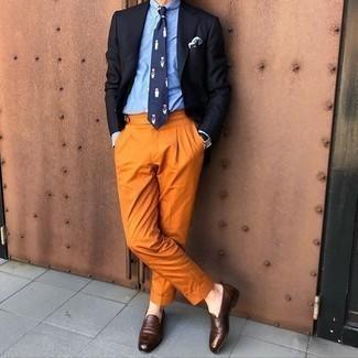 Come indossare e abbinare un blazer nero: Prova a combinare un blazer nero con pantaloni eleganti terracotta per essere sofisticato e di classe. Mocassini eleganti in pelle marrone scuro sono una splendida scelta per completare il look.