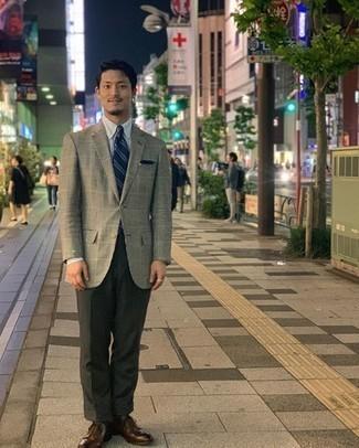Moda uomo anni 30: Abbina un blazer scozzese grigio con pantaloni eleganti verde scuro per essere sofisticato e di classe.