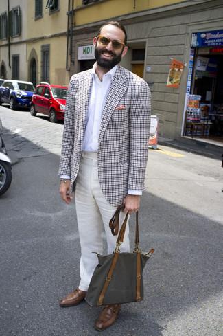 Moda uomo anni 40: Mostra il tuo stile in un blazer a quadretti grigio con pantaloni eleganti di lino beige per essere sofisticato e di classe. Scarpe monk in pelle marroni sono una splendida scelta per completare il look.