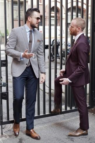 Metti un blazer con motivo pied de poule grigio e pantaloni eleganti blu scuro per un look elegante e di classe. Per distinguerti dagli altri, indossa un paio di mocassini eleganti in pelle marroni.