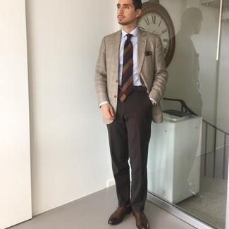 Come indossare e abbinare calzini marrone chiaro: Indossa un blazer scozzese marrone chiaro con calzini marrone chiaro per un look comfy-casual. Rifinisci il completo con un paio di scarpe oxford in pelle marrone scuro.