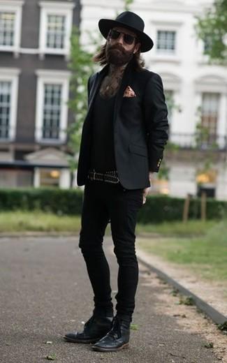 Come indossare e abbinare un blazer nero: Prova a combinare un blazer nero con jeans aderenti neri per vestirti casual. Sfodera il gusto per le calzature di lusso e prova con un paio di stivaletti brogue in pelle neri.