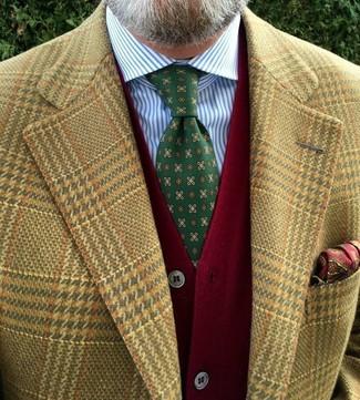 Come indossare e abbinare: blazer con motivo pied de poule marrone chiaro, cardigan rosso, camicia elegante a righe verticali bianca e blu, cravatta stampata verde