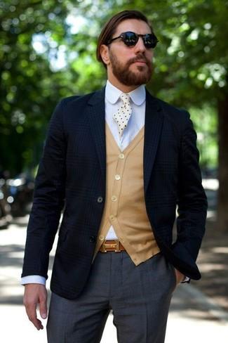 Sfodera un look elegante con un blazer scozzese blu scuro di Ermenegildo Zegna e pantaloni eleganti grigio scuro.