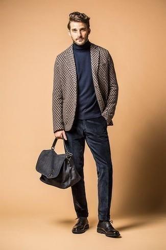 Come indossare e abbinare una borsa shopping di tela blu scuro: Prova ad abbinare un blazer stampato marrone con una borsa shopping di tela blu scuro per un'atmosfera casual-cool. Indossa un paio di scarpe derby in pelle marrone scuro per un tocco virile.