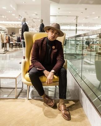 Come indossare e abbinare calzini marrone chiaro: Per un outfit della massima comodità, coniuga un blazer di velluto a coste marrone scuro con calzini marrone chiaro. Sfodera il gusto per le calzature di lusso e opta per un paio di scarpe double monk in pelle marroni.