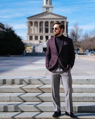 Come indossare e abbinare mocassini eleganti di velluto neri: Scegli un outfit composto da un blazer melanzana scuro e pantaloni eleganti grigi per essere sofisticato e di classe. Mocassini eleganti di velluto neri sono una validissima scelta per completare il look.