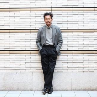 Come indossare e abbinare calzini neri: Coniuga un blazer di lana grigio con calzini neri per una sensazione di semplicità e spensieratezza. Scegli uno stile classico per le calzature e calza un paio di scarpe derby in pelle nere.