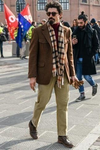 Come indossare e abbinare occhiali da sole marrone scuro: Per un outfit della massima comodità, prova ad abbinare un blazer di lana marrone con occhiali da sole marrone scuro. Opta per un paio di scarpe brogue in pelle marrone scuro per dare un tocco classico al completo.