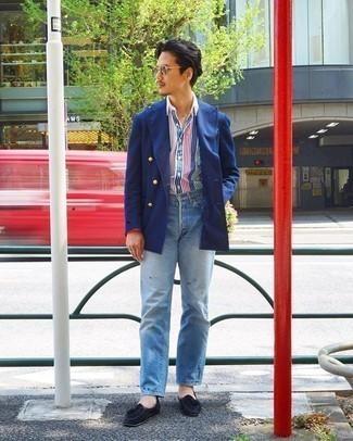 Trend da uomo 2020: Potresti indossare un blazer doppiopetto blu e jeans azzurri se cerchi uno stile ordinato e alla moda. Prova con un paio di mocassini con nappine in pelle scamosciata neri per un tocco virile.