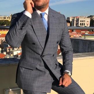 Come indossare e abbinare: blazer doppiopetto scozzese grigio, camicia elegante bianca, pantaloni eleganti scozzesi grigi, cravatta azzurra