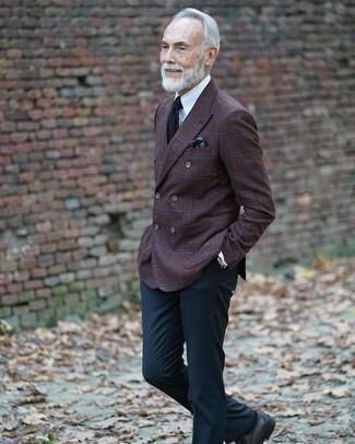 Come indossare e abbinare un fazzoletto da taschino stampato marrone scuro: Prova a combinare un blazer doppiopetto di lana a quadri marrone scuro con un fazzoletto da taschino stampato marrone scuro per un look perfetto per il weekend. Ti senti creativo? Completa il tuo outfit con un paio di scarpe derby in pelle nere.