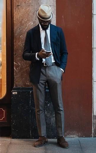 Come indossare e abbinare calzini a righe orizzontali blu scuro: Opta per un blazer doppiopetto blu scuro e calzini a righe orizzontali blu scuro per un look raffinato per il tempo libero. Scarpe double monk in pelle scamosciata marrone scuro doneranno eleganza a un look altrimenti semplice.