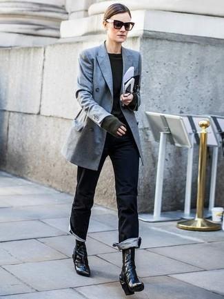 Come indossare e abbinare jeans neri: Indossa un blazer doppiopetto grigio e jeans neri per un fantastico look da sfoggiare nel weekend. Un paio di stivaletti in pelle neri si abbina alla perfezione a una grande varietà di outfit.
