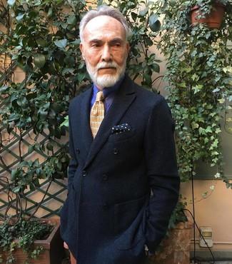 Come indossare e abbinare: blazer doppiopetto nero, camicia elegante a righe verticali viola, cravatta stampata arancione, fazzoletto da taschino a pois blu scuro