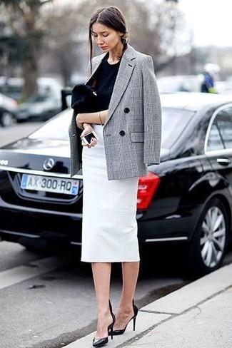 Scegli un blazer doppiopetto scozzese grigio e una pochette in pelle scamosciata nera di H&M per vestirti casual. Impreziosisci il tuo outfit con un paio di décolleté in pelle neri.