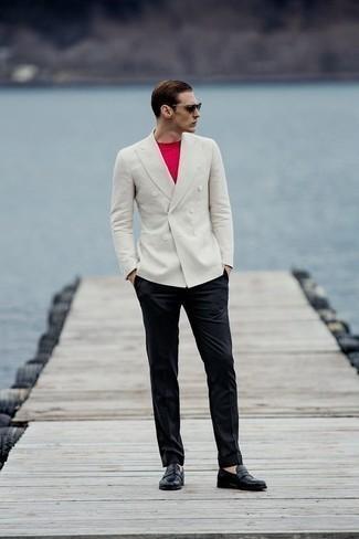 Come indossare e abbinare pantaloni eleganti neri: Punta su un blazer doppiopetto bianco e pantaloni eleganti neri per un look elegante e di classe. Per un look più rilassato, indossa un paio di mocassini eleganti in pelle neri.