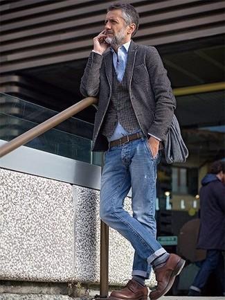Come indossare una giacca di lana grigio scuro con una camicia a maniche  lunghe azzurra 3db59329ae6