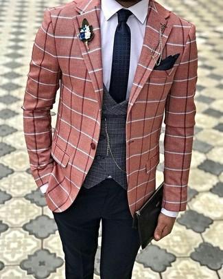 Come indossare e abbinare un gilet scozzese grigio scuro: Abbina un gilet scozzese grigio scuro con pantaloni eleganti neri per un look elegante e alla moda.
