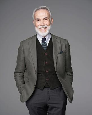 Come indossare e abbinare: blazer di lana verde oliva, gilet di lana nero, camicia elegante bianca, pantaloni eleganti grigio scuro