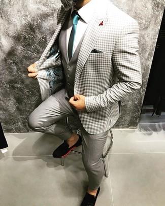 Come indossare e abbinare: blazer a quadretti grigio, gilet grigio, camicia elegante bianca, pantaloni eleganti grigi
