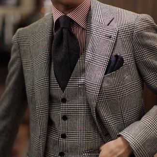 Come indossare e abbinare: blazer di lana scozzese grigio, gilet di lana scozzese grigio, camicia elegante a righe verticali rossa, cravatta nera