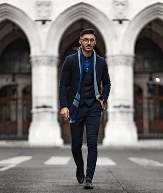 Trend da uomo 2020: Potresti indossare un gilet nero e una camicia elegante blu scuro come un vero gentiluomo.