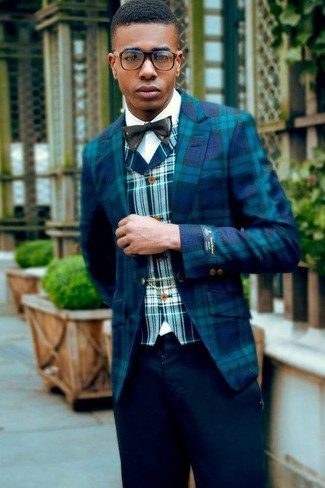 Come indossare e abbinare un papillon nero: Opta per il comfort in un blazer scozzese acqua e un papillon nero.