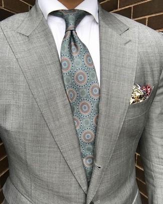 Come indossare: blazer grigio, camicia elegante bianca, cravatta di seta stampata verde menta, fazzoletto da taschino stampato beige