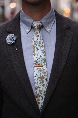 Come indossare e abbinare una camicia elegante in chambray grigia: Scegli una camicia elegante in chambray grigia e un blazer di lana grigio scuro per un look elegante e di classe.
