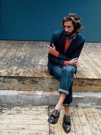 Come indossare e abbinare una camicia a maniche lunghe azzurra: Per creare un adatto a un pranzo con gli amici nel weekend indossa una camicia a maniche lunghe azzurra con jeans blu. Prova con un paio di scarpe brogue in pelle nere per un tocco virile.