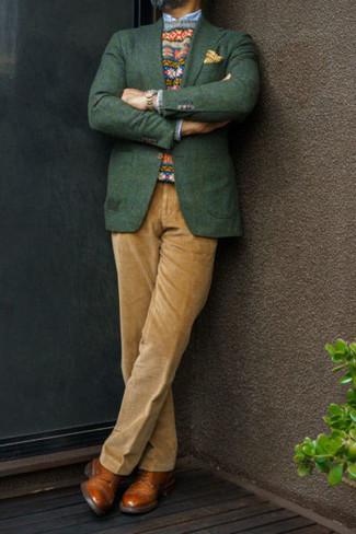 Come indossare e abbinare un blazer verde scuro: Mostra il tuo stile in un blazer verde scuro con pantaloni eleganti di velluto a coste marrone chiaro per un look elegante e alla moda. Ispirati all'eleganza di Luca Argentero e completa il tuo look con un paio di scarpe derby in pelle terracotta.