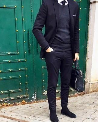 Come indossare e abbinare un fazzoletto da taschino bianco: Metti un blazer blu scuro e un fazzoletto da taschino bianco per un look comfy-casual. Scegli uno stile classico per le calzature e mettiti un paio di stivali chelsea in pelle scamosciata neri.