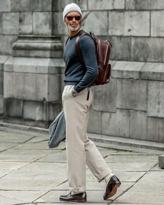 Come indossare e abbinare mocassini eleganti in pelle marrone scuro: Vestiti con un blazer di lana grigio e chino beige per un abbigliamento elegante ma casual. Lascia uscire il Riccardo Scamarcio che è in te e scegli un paio di mocassini eleganti in pelle marrone scuro come calzature per dare un tocco di classe al tuo look.