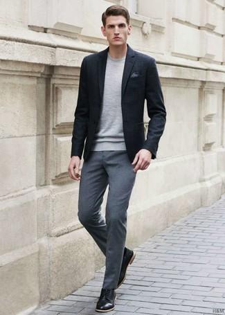 Come indossare pantaloni eleganti grigi con scarpe derby in pelle ... 5686fbf788b