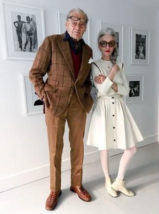 Moda uomo anni 60: Abbina un blazer a quadri terracotta con pantaloni eleganti terracotta per una silhouette classica e raffinata Scarpe derby in pelle terracotta sono una gradevolissima scelta per completare il look.