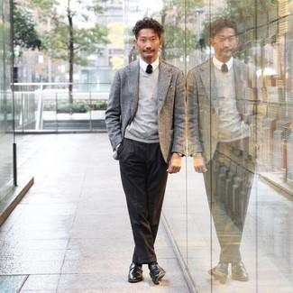 Come indossare e abbinare calzini neri: Un blazer grigio e calzini neri sono l'outfit perfetto per le giornate di relax. Lascia uscire il Riccardo Scamarcio che è in te e opta per un paio di scarpe monk in pelle nere per dare un tocco di classe al tuo look.