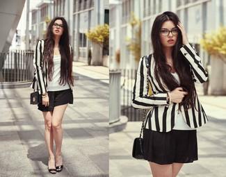 c012bd166bb6 Look alla moda per donna  Blazer a righe verticali nero e bianco ...