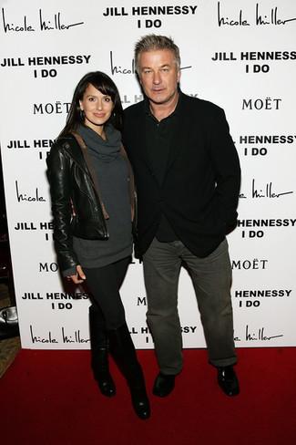 Come indossare e abbinare: blazer nero, polo nero, jeans grigio scuro, mocassini eleganti in pelle neri