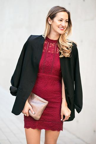 new product f1b62 3c73a Come indossare e abbinare un vestito di pizzo bordeaux (63 ...