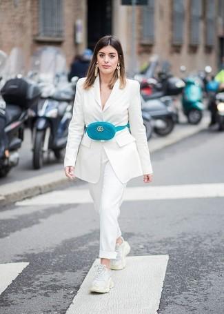 ddc75e07ac Look alla moda per donna: Blazer bianco, Pantaloni eleganti bianchi ...