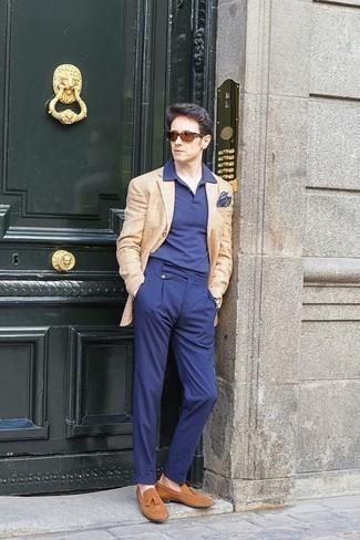 Come indossare e abbinare occhiali da sole marroni: Per un outfit della massima comodità, coniuga un blazer a quadri marrone chiaro con occhiali da sole marroni. Calza un paio di mocassini con nappine in pelle scamosciata marrone chiaro per mettere in mostra il tuo gusto per le scarpe di alta moda.