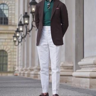Come indossare e abbinare occhiali da sole marrone scuro: Abbina un blazer marrone scuro con occhiali da sole marrone scuro per un look perfetto per il weekend. Mettiti un paio di mocassini con nappine in pelle marrone scuro per dare un tocco classico al completo.