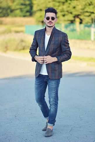 Abbina un blazer scozzese blu scuro per uomo di Ermenegildo Zegna con jeans blu per un look trendy e alla mano. Ti senti creativo? Completa il tuo outfit con un paio di mocassini eleganti in pelle scamosciata grigi.