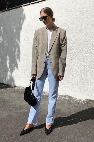 Un blazer scozzese grigio e una pochette in pelle scamosciata nera di H&M sono perfetti per fare commissioni o per uscire la sera. Ti senti creativo? Completa il tuo outfit con un paio di décolleté in pelle scamosciata neri.