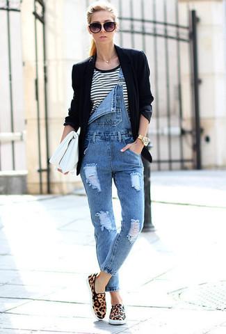 new style d3455 9ad5b Look alla moda per donna: Blazer nero, T-shirt girocollo a ...