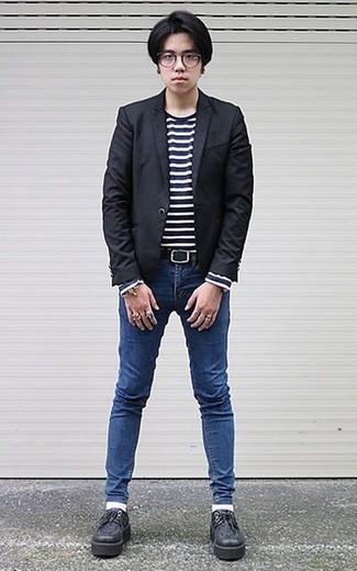 Come indossare e abbinare un blazer nero: Mostra il tuo stile in un blazer nero con jeans aderenti blu per un look raffinato per il tempo libero. Lascia uscire il Riccardo Scamarcio che è in te e indossa un paio di scarpe derby in pelle pesanti nere per dare un tocco di classe al tuo look.